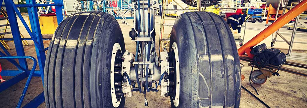 Picture: airplane wheel service equipment